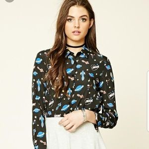 🆕️Forever 21 space print shirt🆕️